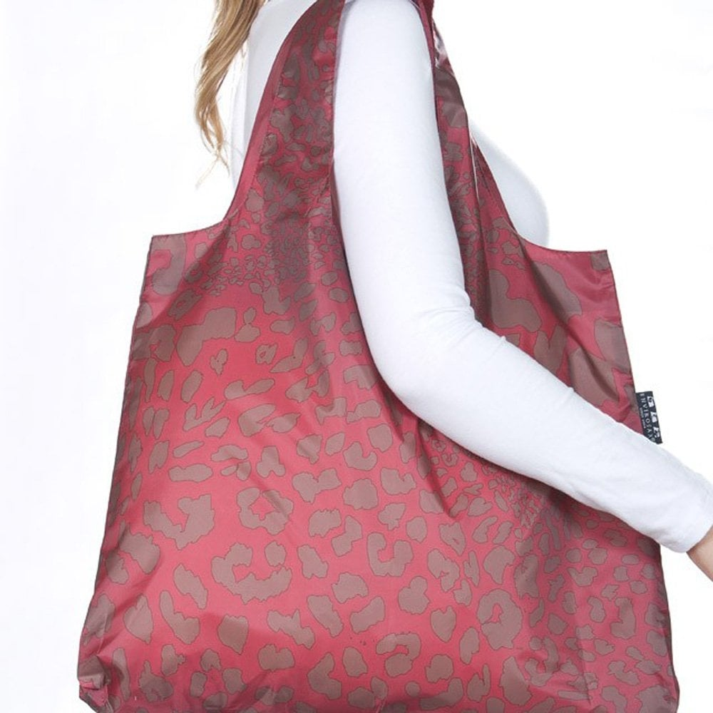 For almost 10 years now, the fantastic team at Envirosax have been helping us reduce our consumption of single-use shopping bags by creating some of the most gorgeous designer bags in Australia! All of the bags are printed using eco friendly inks and dyes, which are also free from carcinogenic amides.