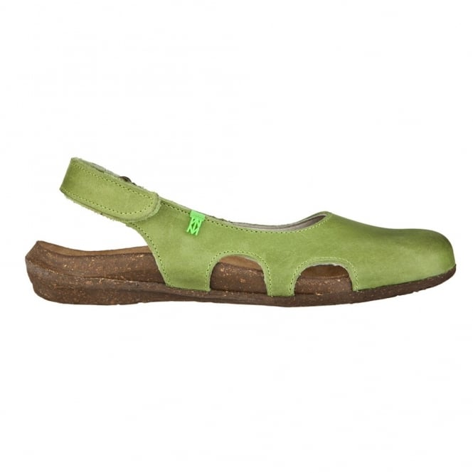 El Naturalista N413 Wakataua Slingback Green, adapts to the foot's natural shape with its comfort shaping and anatomical insoles