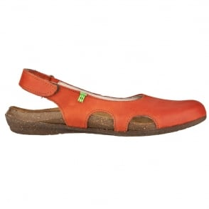 El Naturalista N413 Wakataua Slingback Sunset, adapts to the foot's natural shape with its comfort shaping and anatomical insoles