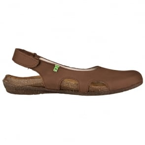El Naturalista N413 Wakataua Slingback Brown, adapts to the foot's natural shape with its comfort shaping and anatomical insoles